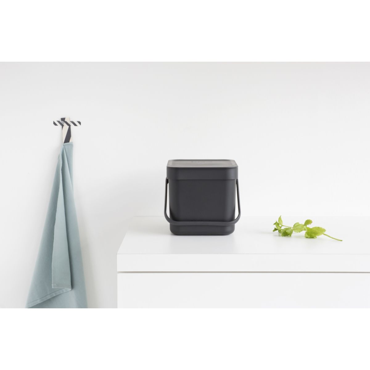 Poubelle manuelle BRABANTIA Waste Bin Sort & Go 6L Grey (photo)